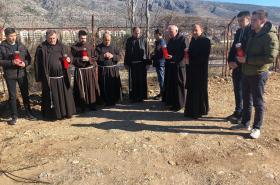 Misno slavlje Mostar - molitva kod Neretve